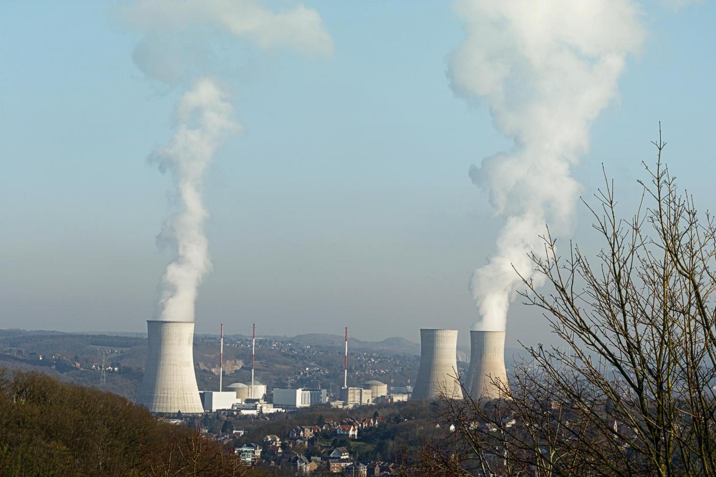 Centrali nucleari a rischio in Francia: reattori fermi in 12 siti, anche vicini all'Italia