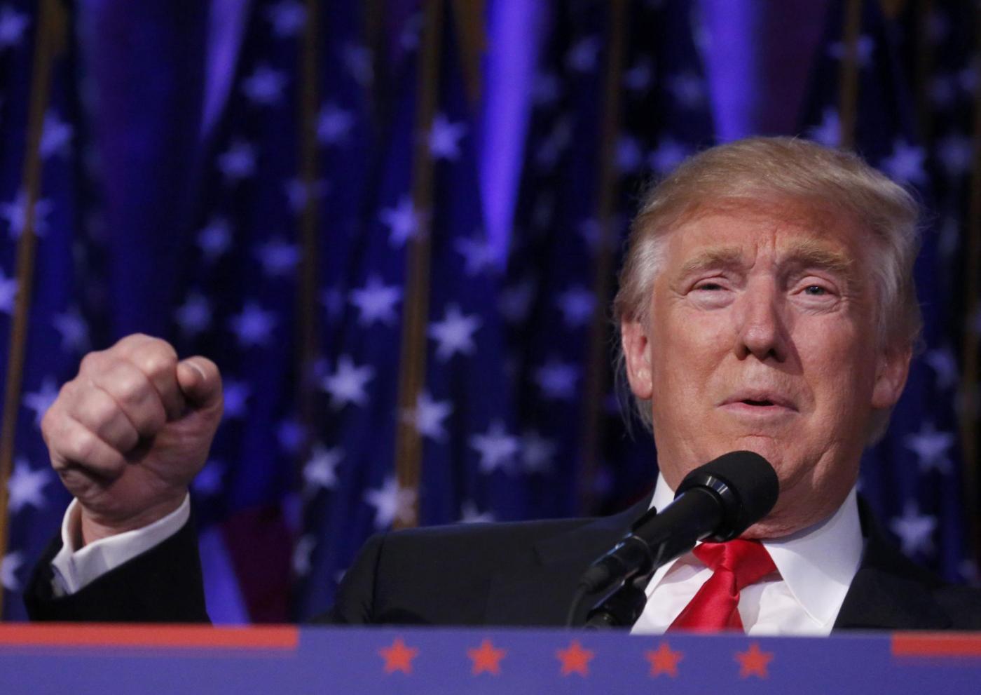 """Donald Trump: il """"contratto con gli americani"""" per i primi 100 giorni di governo"""