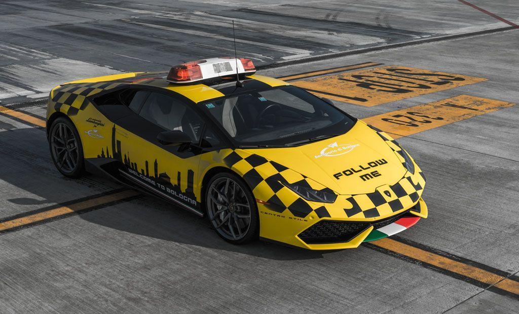 Lamborghini Follow Me: una Huracan in servizio all'aeroporto