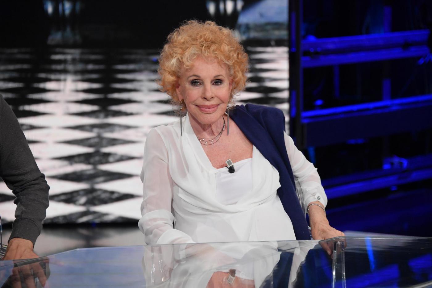 Ornella Vanoni sgrida Pippo Baudo e smette di cantare 'Ogni volta' di Vasco Rossi