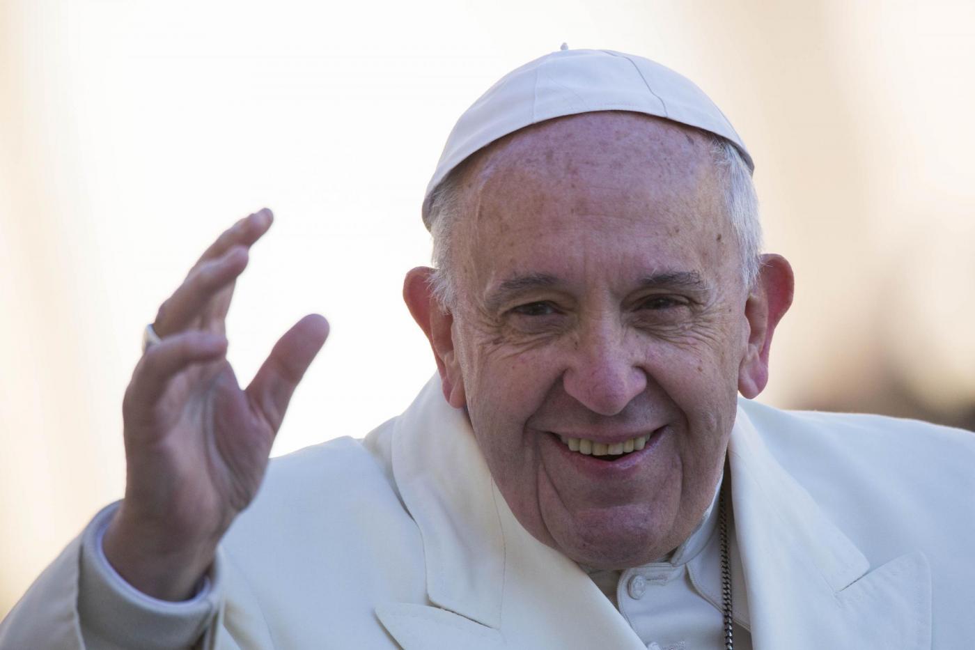 Papa Francesco si rivolge a un gay vittima di abusi: Dio ti ama come sei