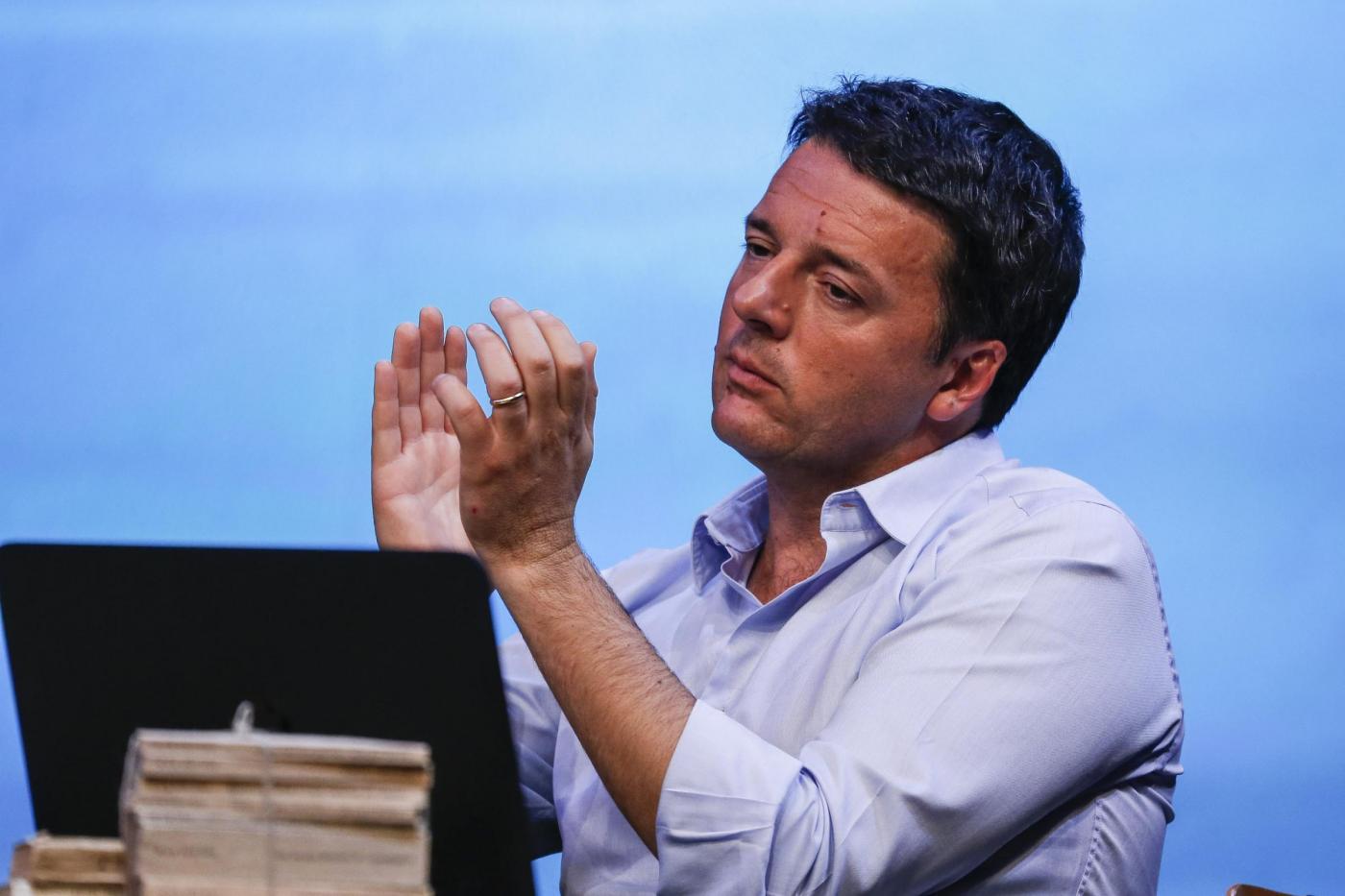 Leopolda a Firenze: Renzi conquista il Sì di Cuperlo al referendum