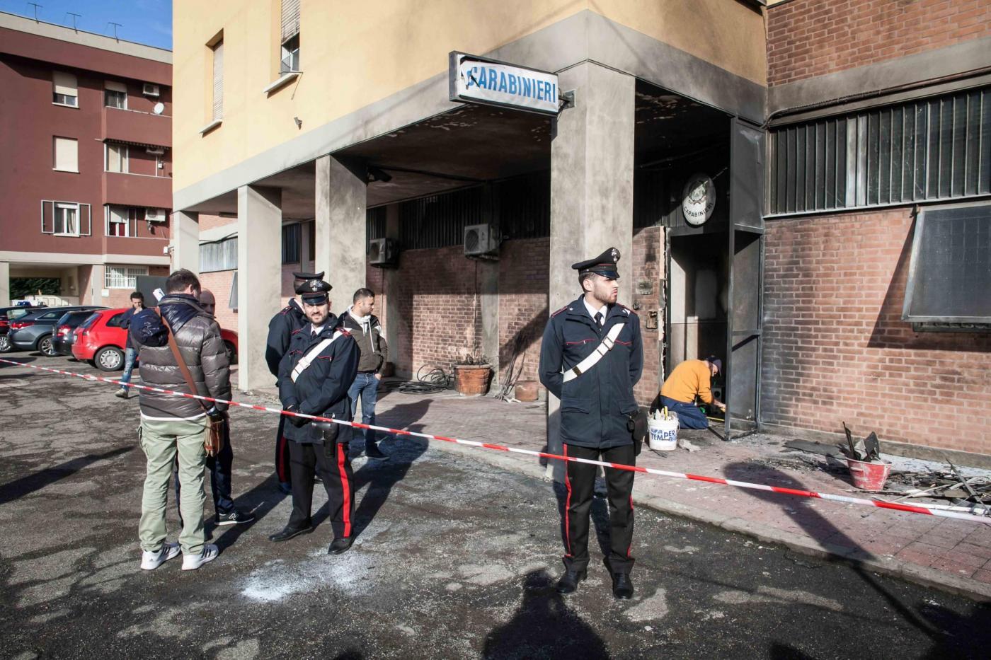Bologna, attentato a caserma dei Carabinieri
