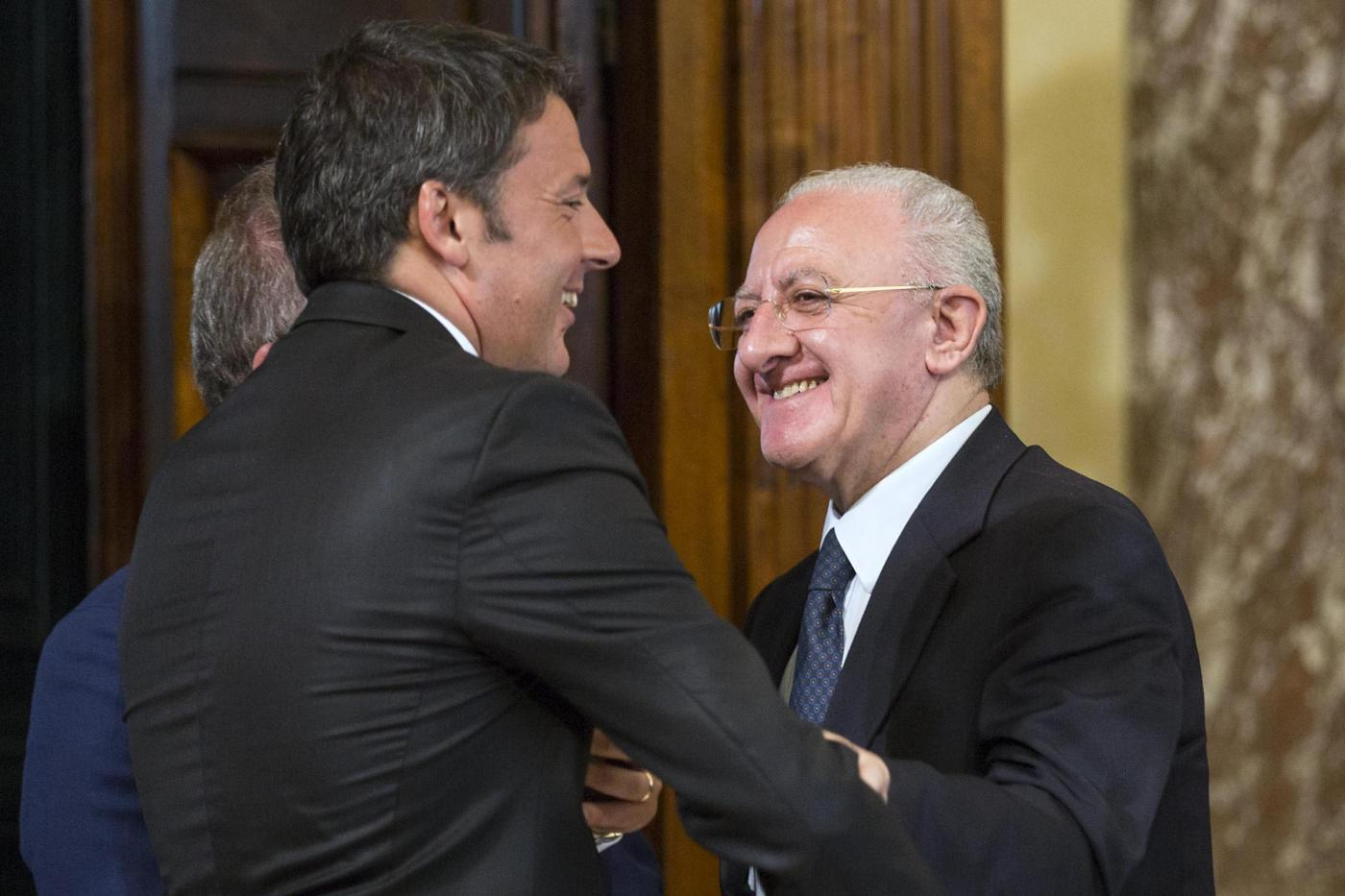 De Luca alla Sanità campana, le opposizioni gridano al voto di scambio con Renzi