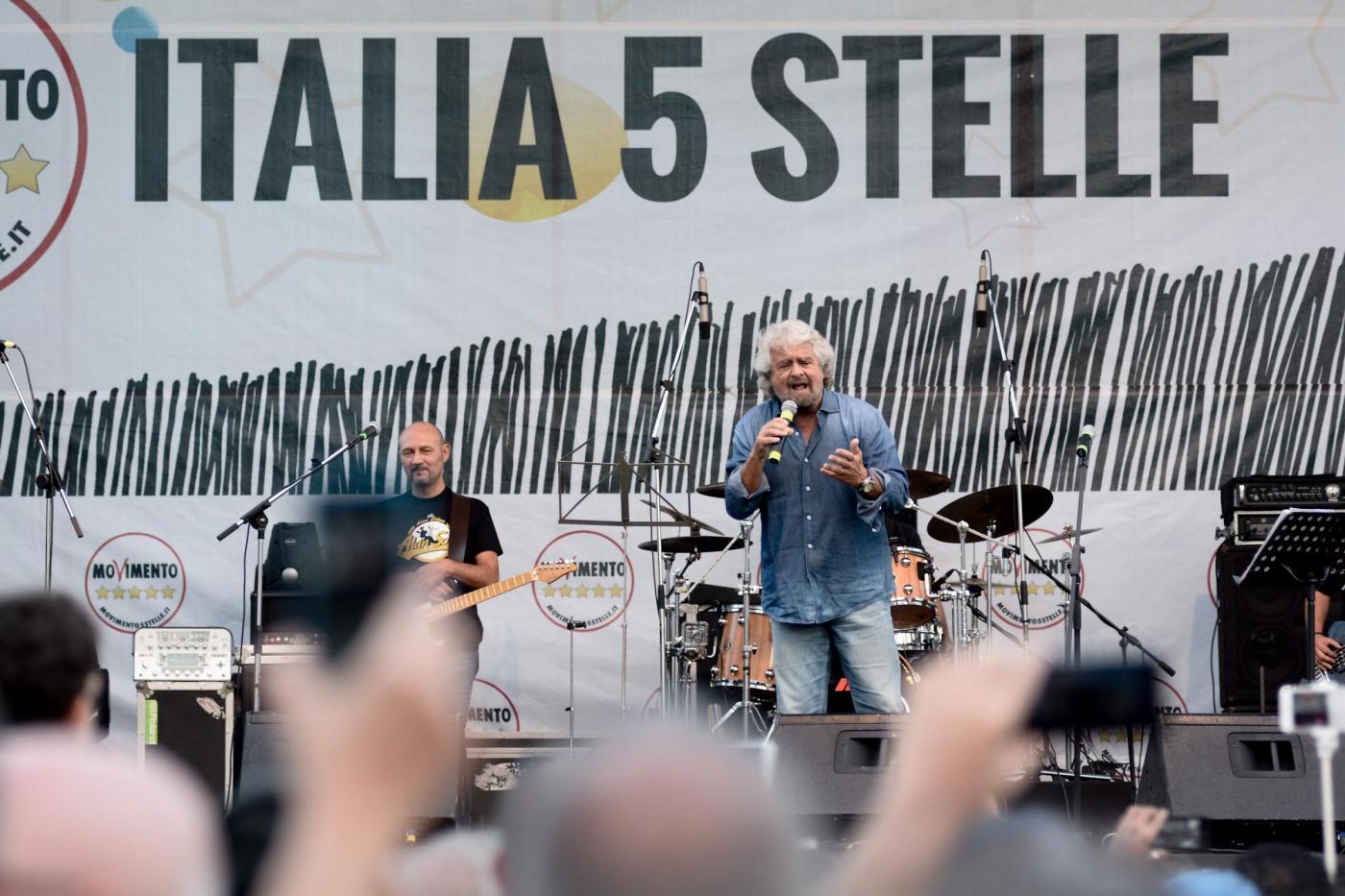 Beppe Grillo sul palco della festa nazionale del Movimeto 5 Stelle a Palermo