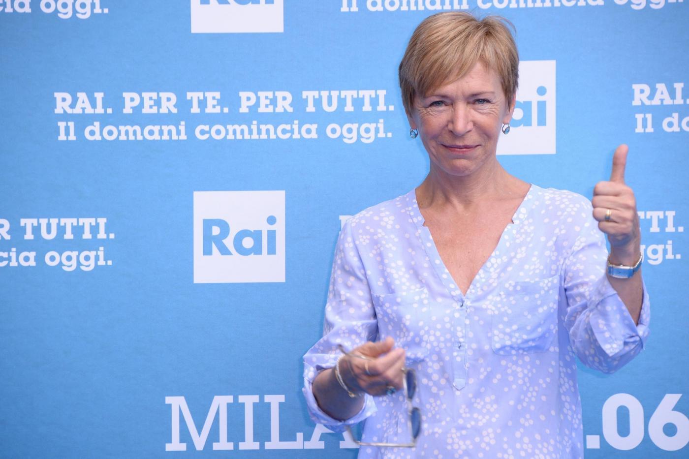 Milena Gabanelli: addio a Report tra musica, lacrime e abbracci