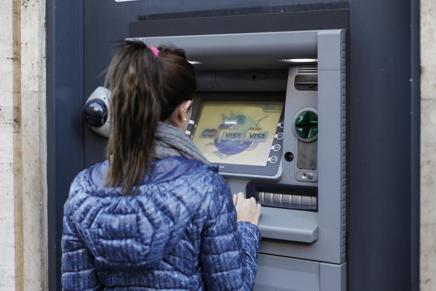 Conti correnti: controlli automatici con prelievi Bancomat e a sportello oltre i 1000 euro