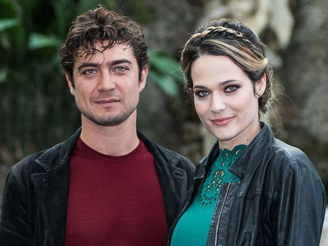 Laura Chiatti e Riccardo Scamarcio: karaoke per La Cena di Natale
