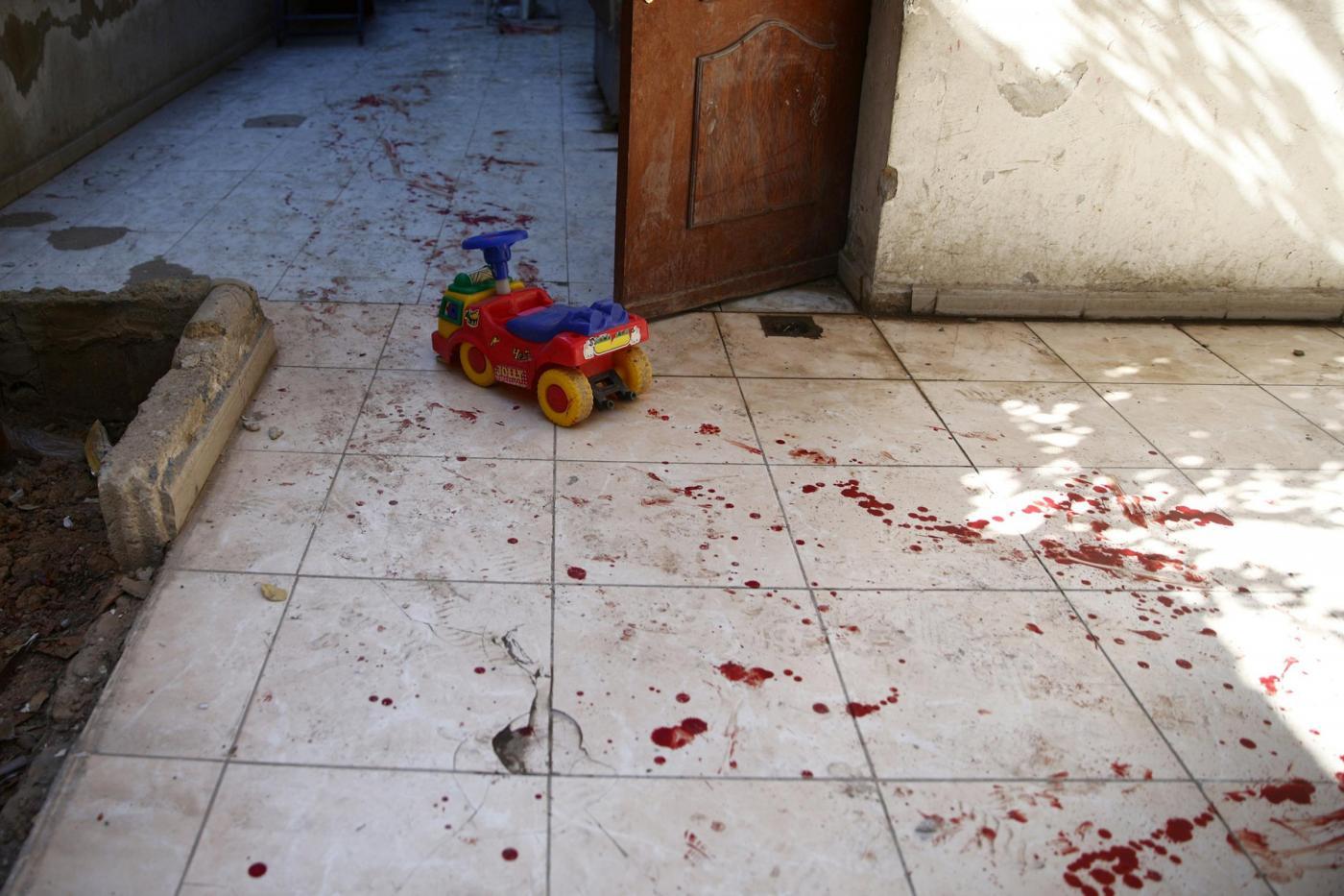 Siria, le bombe distruggono un asilo a Harasta: è strage di bambini