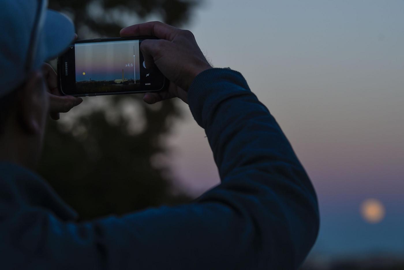 Super Luna 14 novembre: come fare delle belle foto