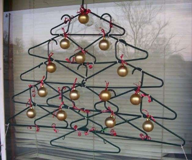 Alberi di Natale fai da te: le idee migliori low cost con il riciclo creativo [FOTO]
