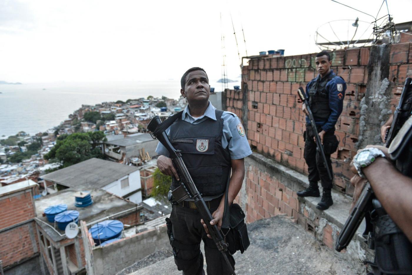 Irruzione della Polizia antidroga brasiliana nelle favelas di Rio de Janeiro