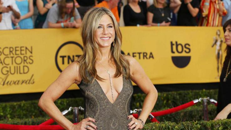 Jennifer Aniston snobba Brad Pitt: lui la invita a cena, lei dice no