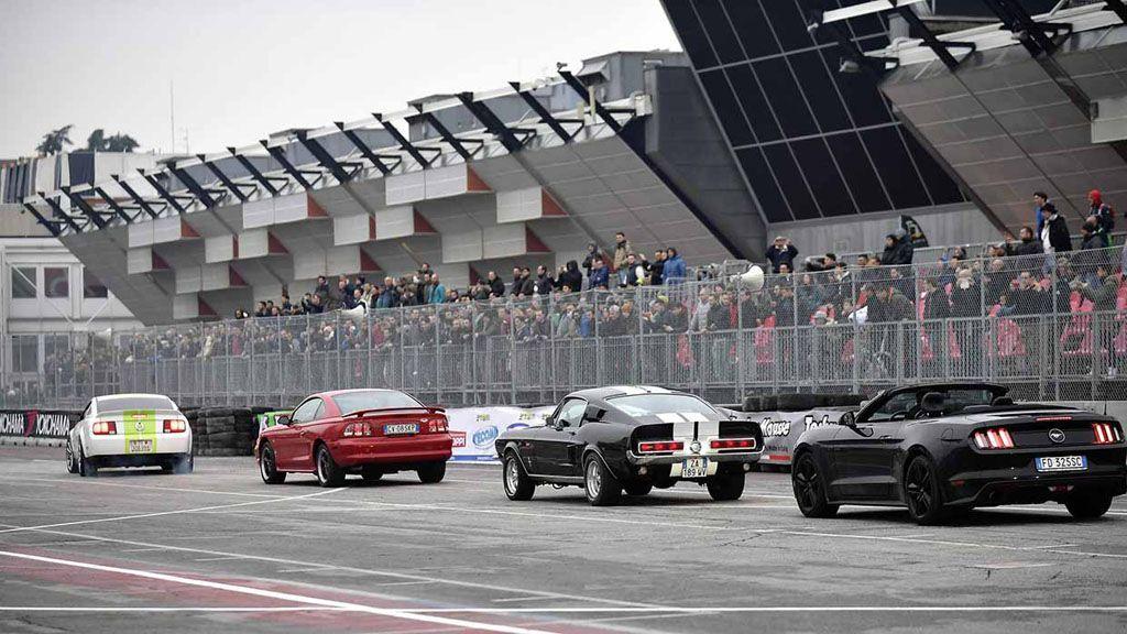Motor Show Bologna 2016: la parata delle Ford Mustang [FOTO]