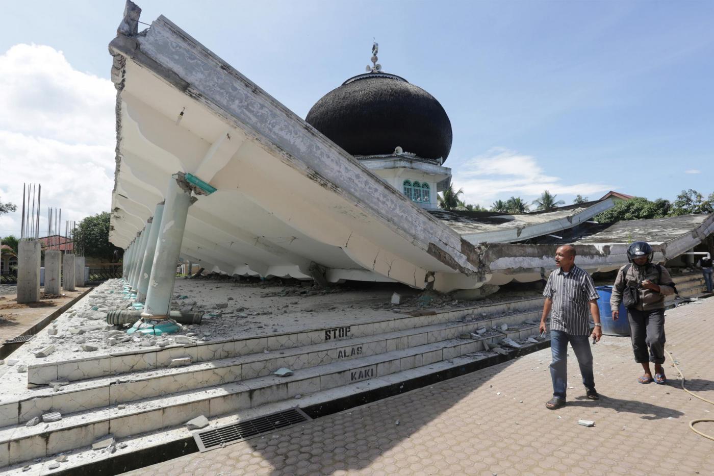 Terremoto in Indonesia: centinaia i morti dovuti al sisma di magnitudo 6.4