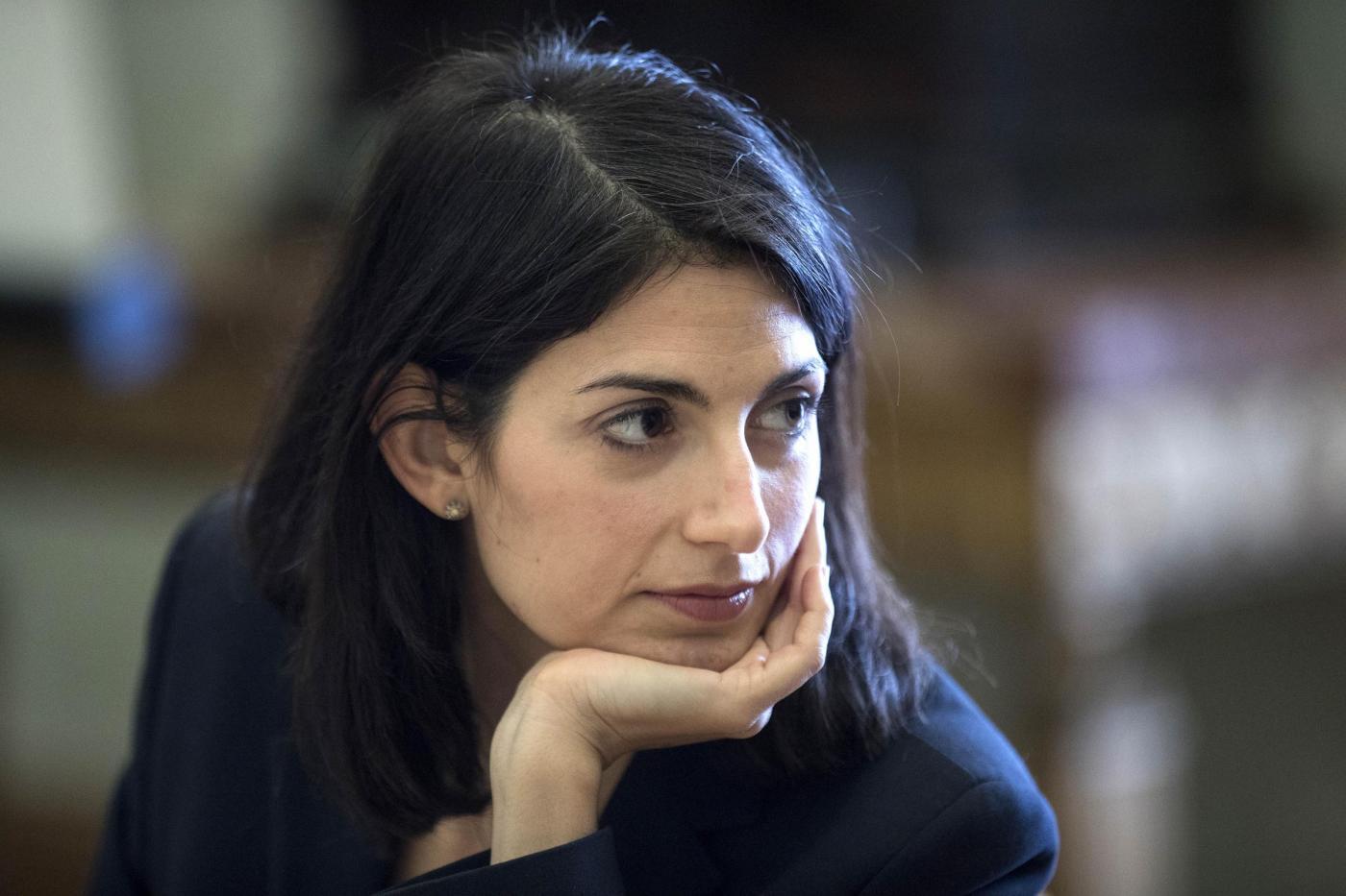 Roma, nomine Raggi sotto inchiesta: in Campidoglio arriva la finanza
