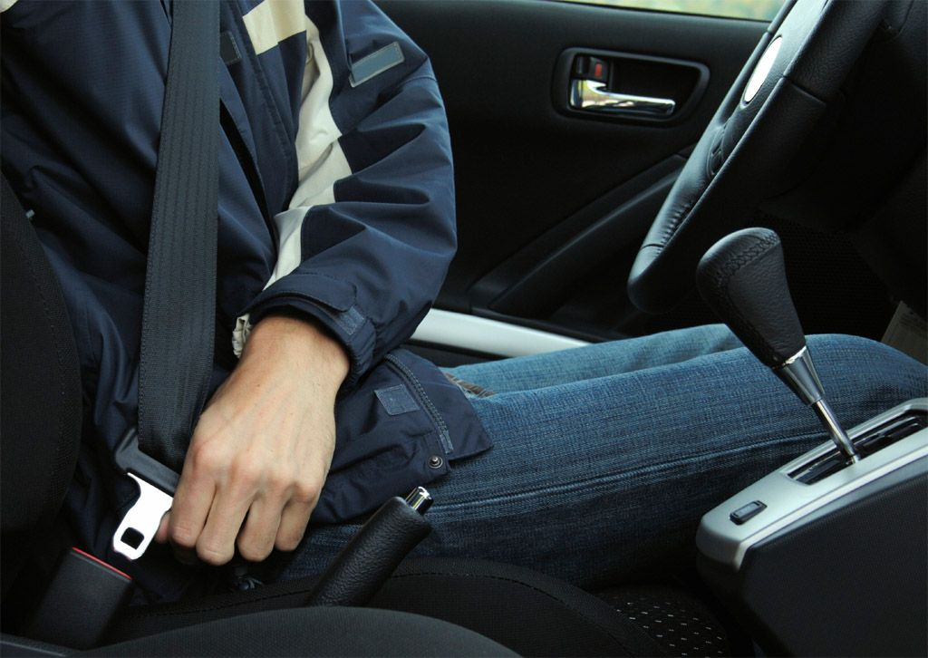 Come funzionano le cinture di sicurezza: attaccati alla vita
