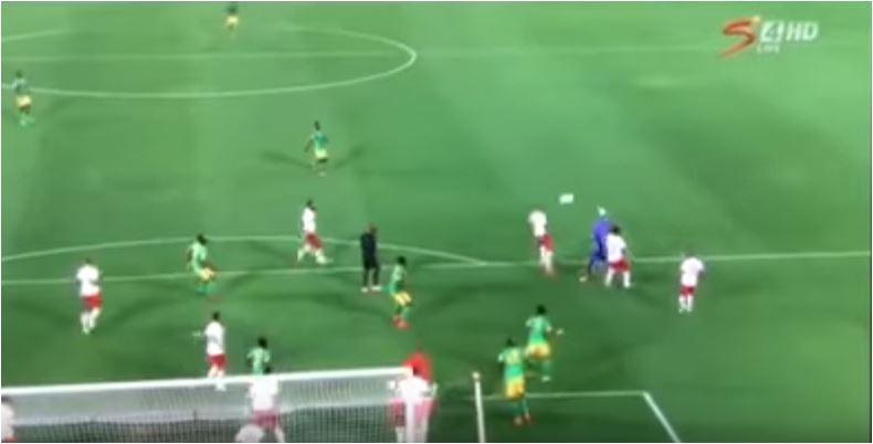 Sudafrica, l'incredibile gol in rovesciata del portiere