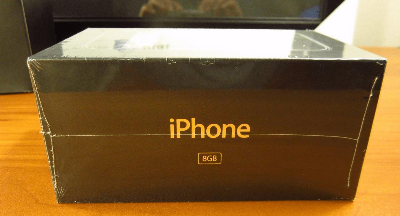 Il primo iPhone in confezione sigillata in asta a 22.000 dollari
