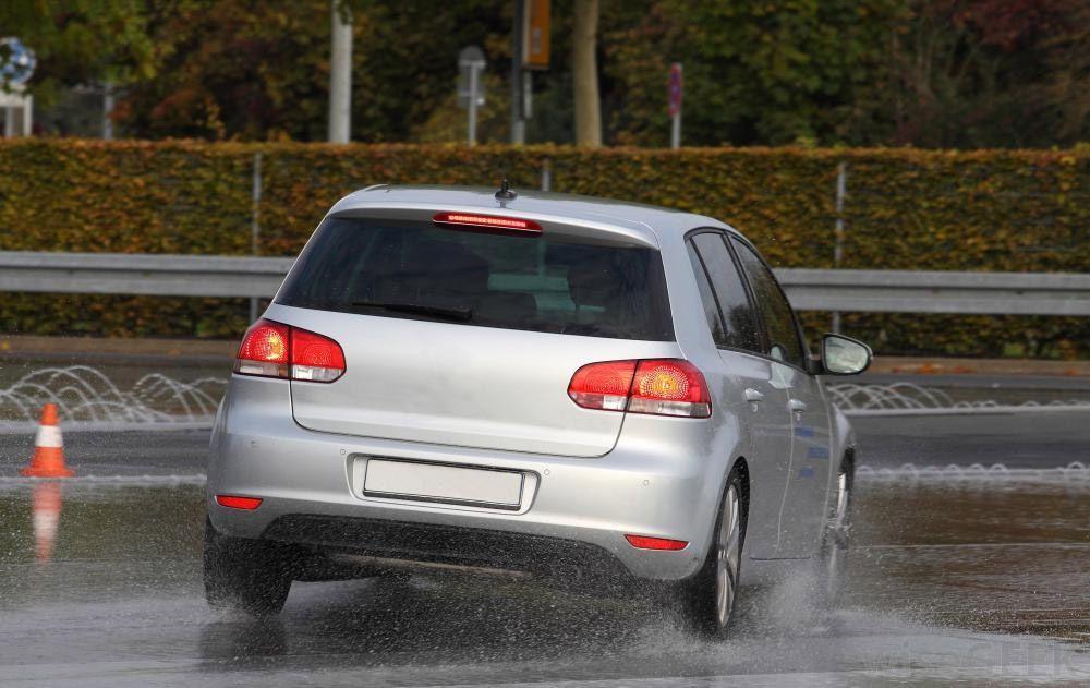 Perdita controllo auto: cos'è e da cosa ha origine