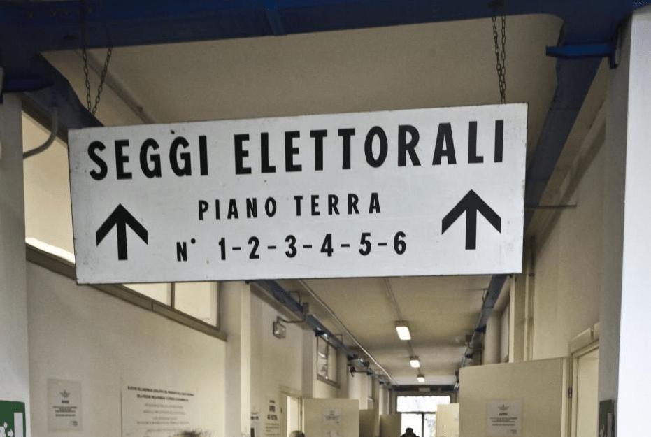 Referendum, taglio fondi del 60% per i Comuni: sindaci in rivolta