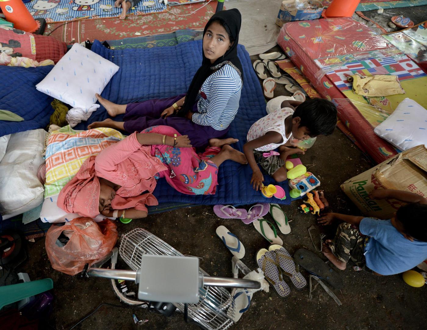 Indonesia rifugiati in attesa di aiuti umanitari