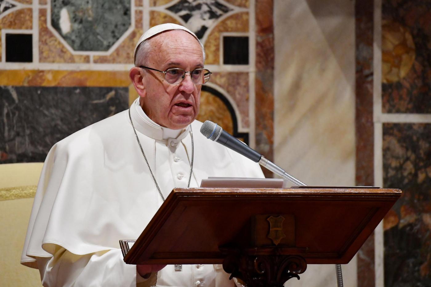"""Papa Francesco: """"Io figlio di migranti, potrei essere uno scartato di oggi"""""""
