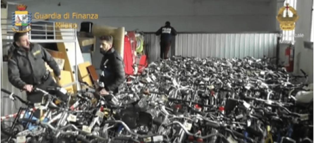 Biciclette rubate a Milano: foto su Facebook dei 500 modelli trovati dalla Guardia di Finanza