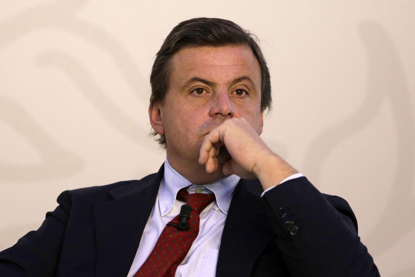 Alitalia, Calenda bacchetta l'azienda: 'E' stata gestita male'