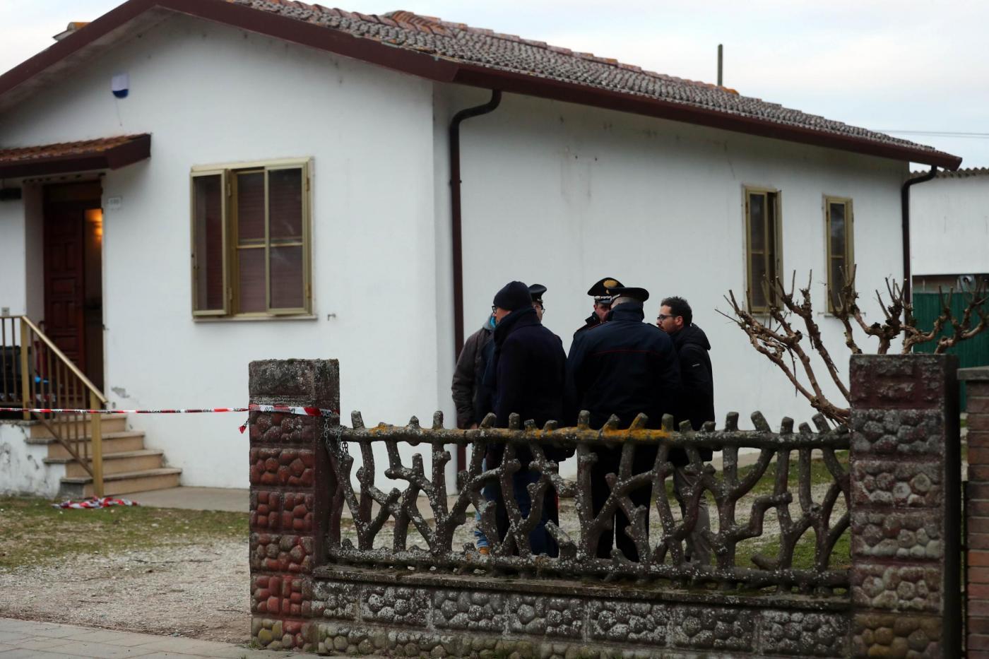 Ferrara, uccisi due coniugi, si indaga sul figlio minore e un amico
