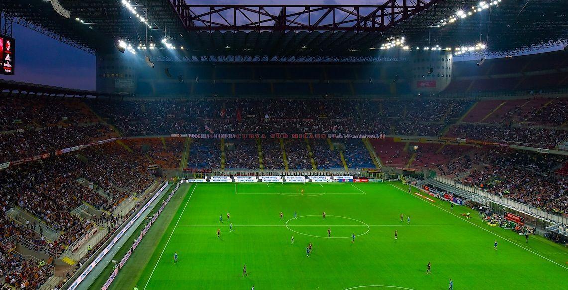 Politici gratis allo stadio: è di nuovo polemica