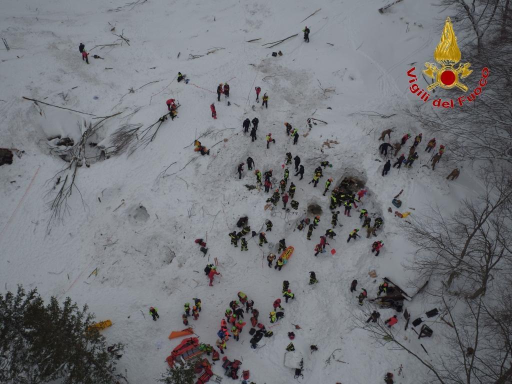 Hotel Rigopiano, le immagini dei soccorsi riprese dal drone dei VV.FF.