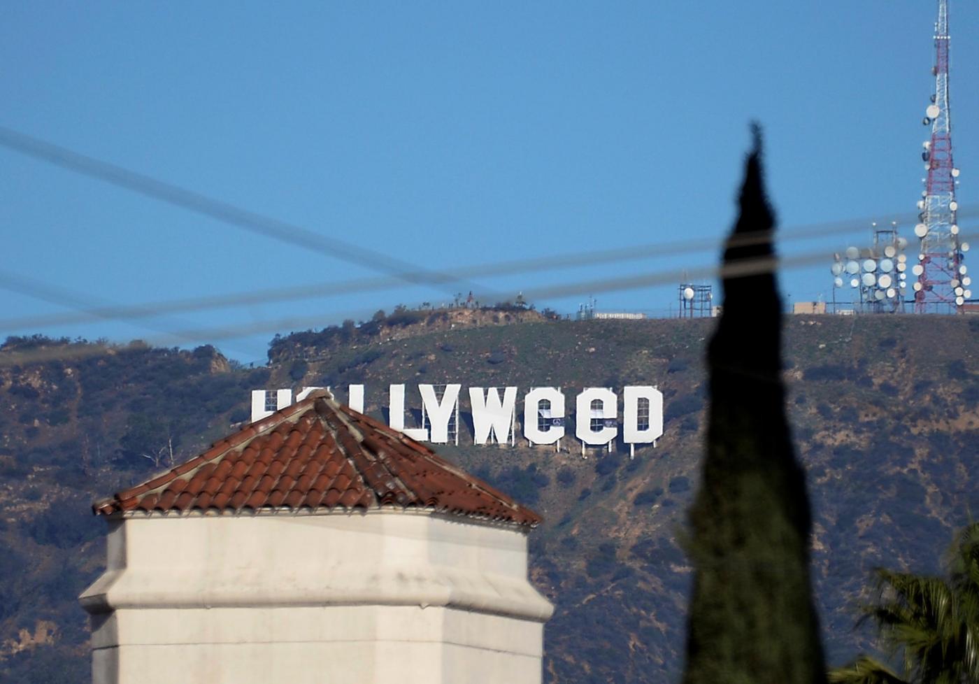 Scritta Hollywood diventa Hollyweed