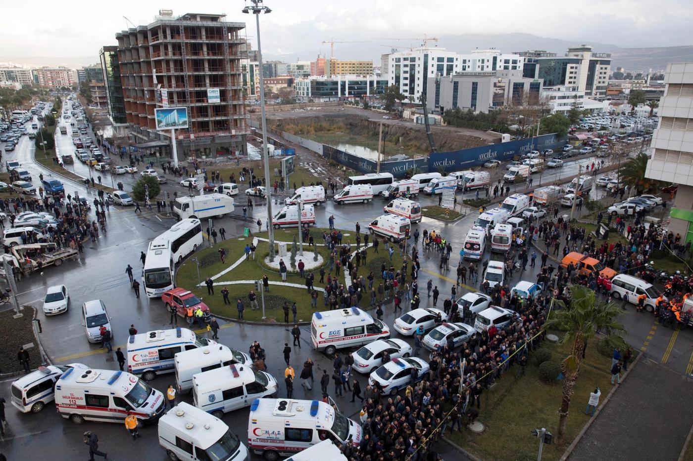 Turchia: autobomba a Izmir (Smirne) nei pressi di un tribunale