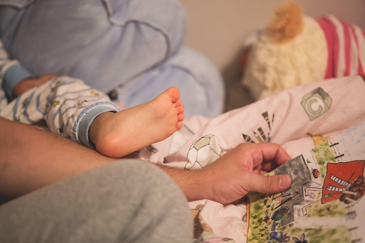 Bambino di 5 anni ucciso: punito dai genitori per aver fatto la pipì a letto