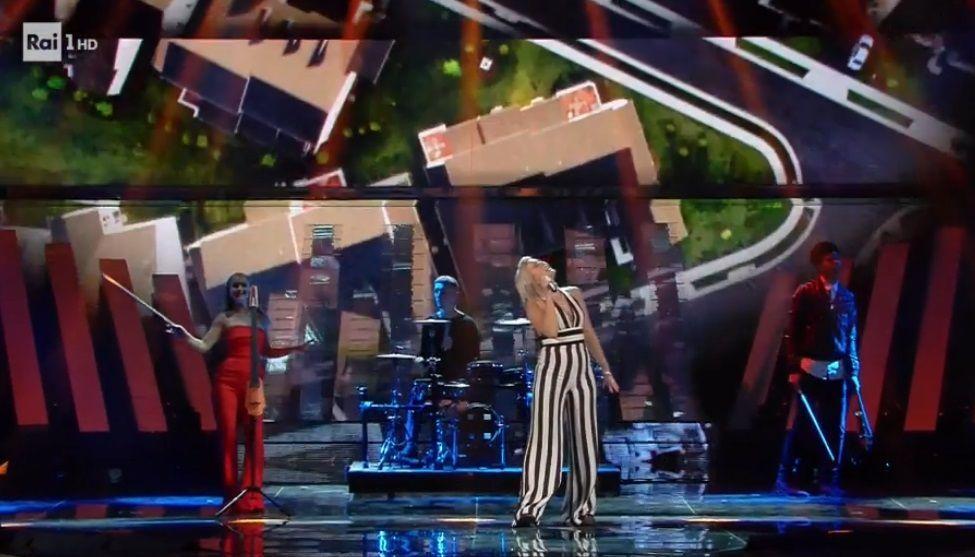 Clean Bandit al Festival di Sanremo 2017: l'esibizione della band elettronica britannica