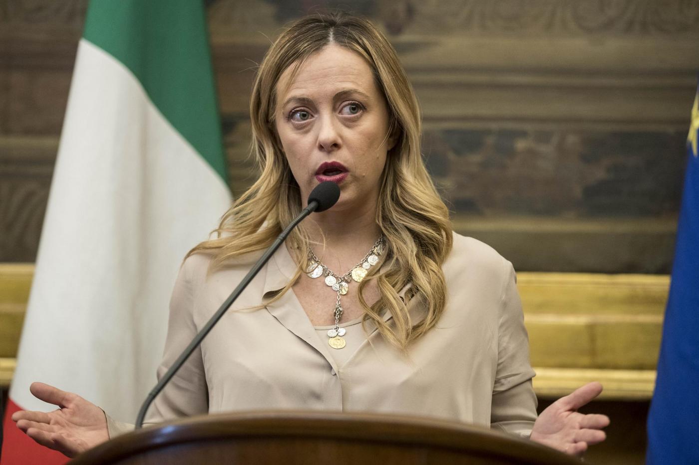 Asia Argento attacca Giorgia Meloni: 'Schiena grassa di una ricca senza vergogna'