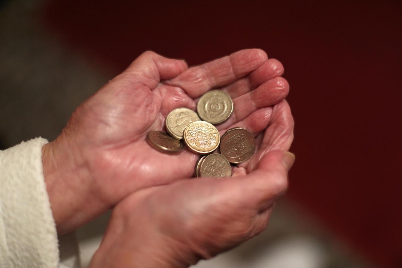 Pensioni, novità Ape e Fase 2: Poletti incontra i sindacati