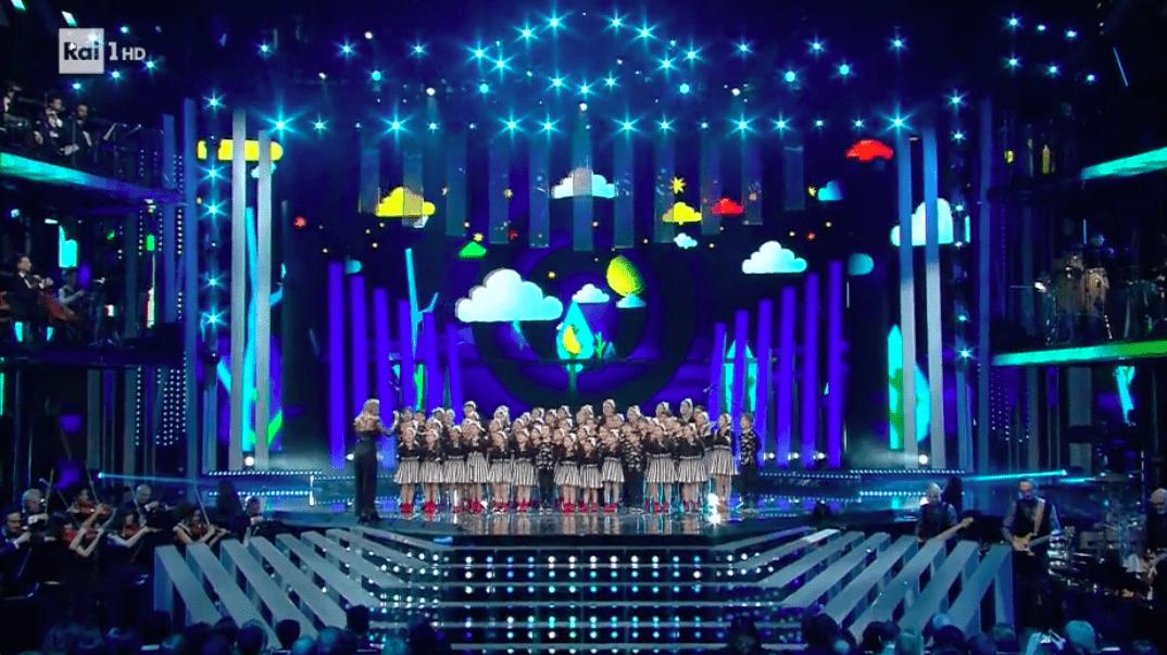 Sanremo 2017, Il Piccolo Coro dell'Antoniano apre la serata delle cover