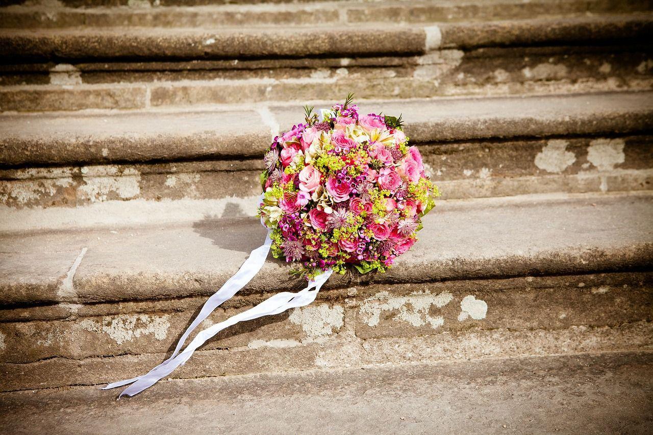Sposa scappa col testimone di nozze a una settimana dal matrimonio