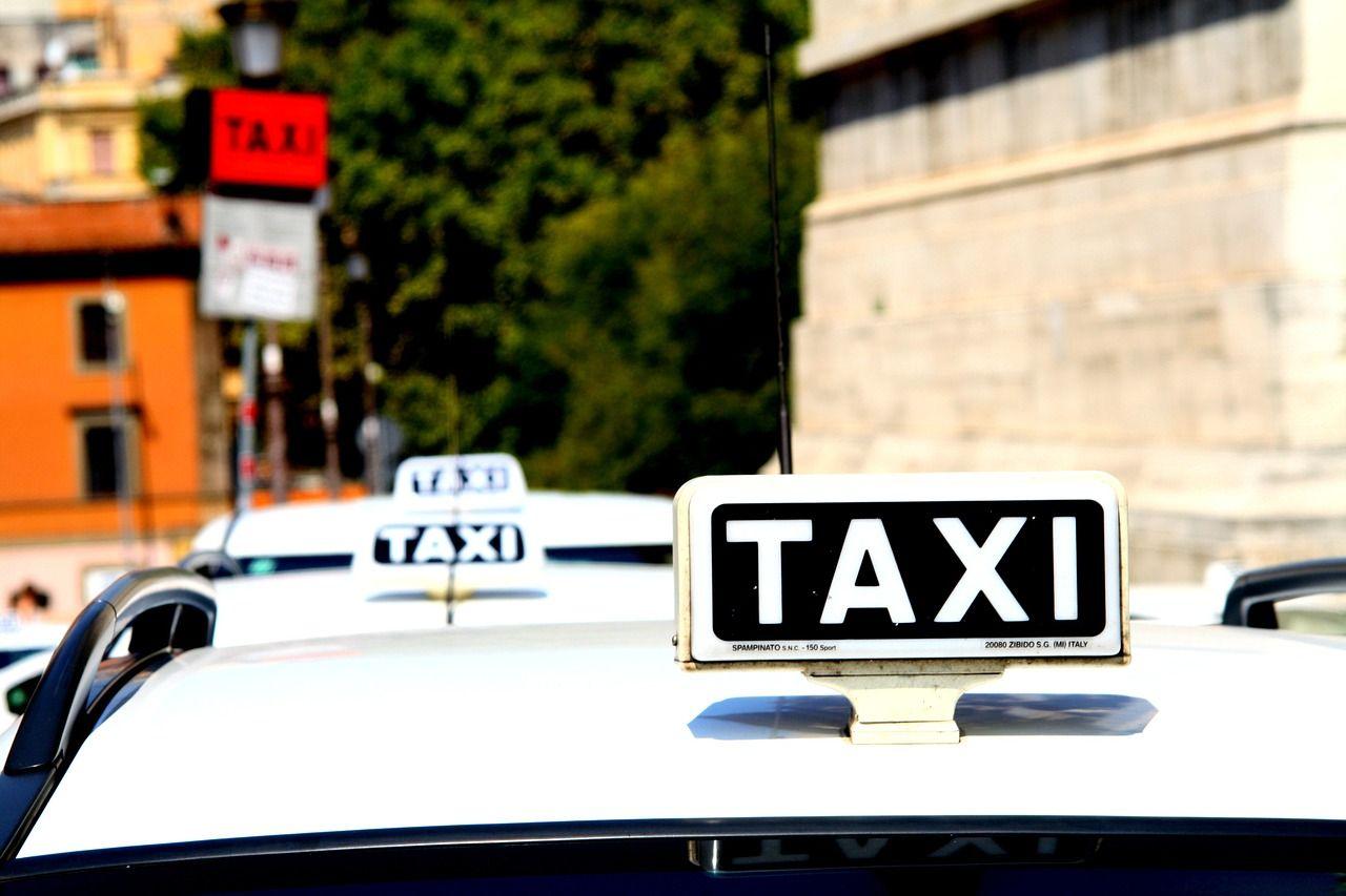 Sciopero taxi a Roma, Milano e Torino: la protesta contro Uber
