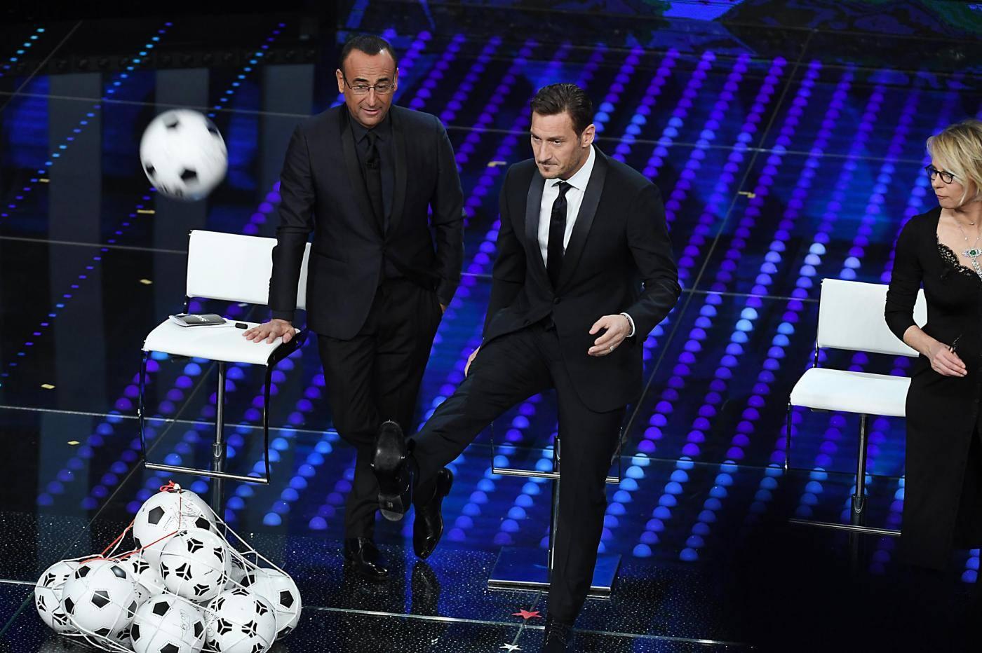 Sanremo 2017, Totti show ma è addio al calcio?