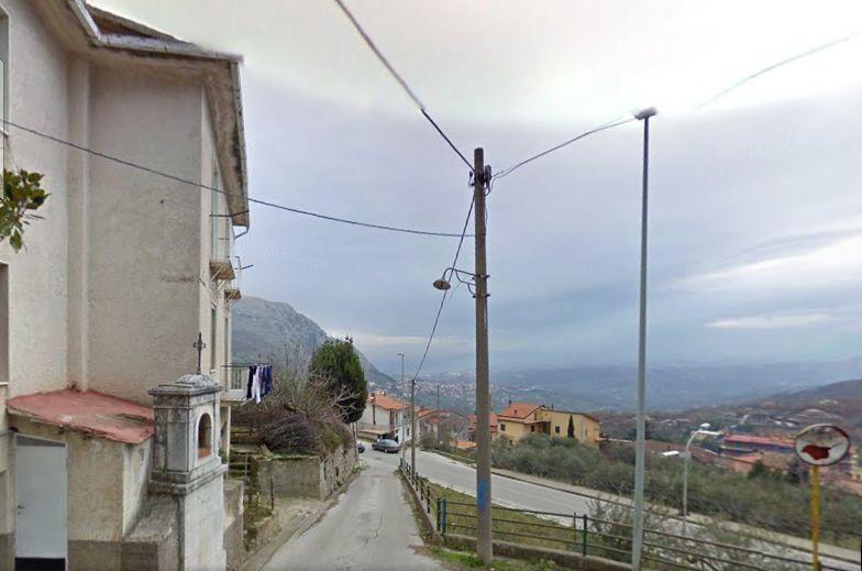 Vitulano: strada chiusa dal sindaco che non vuole altri migranti