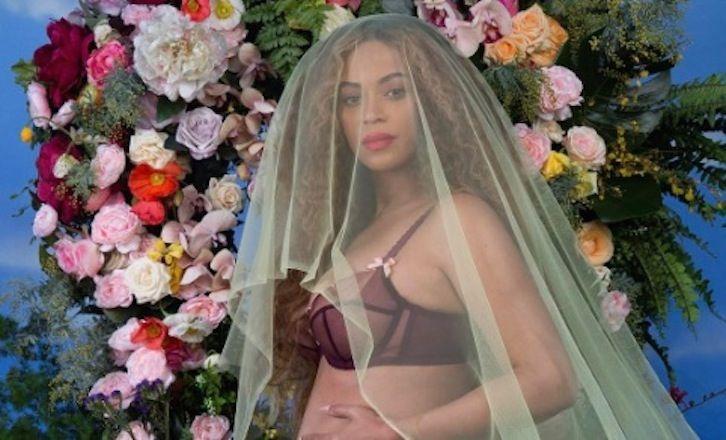 Beyoncé foto incinta su Instagram: è record di like