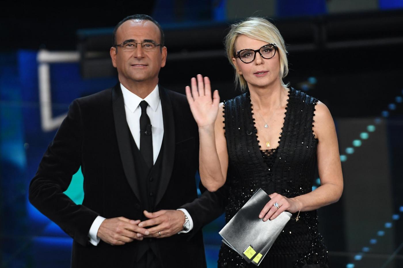Sanremo 2017 prima serata: Maria De Filippi 'oscura' Carlo Conti