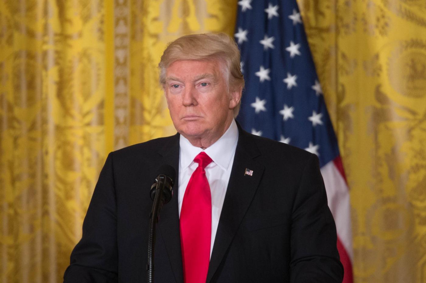 Donald Trump, l'account Twitter ufficiale della Svezia smonta le bugie del presidente USA
