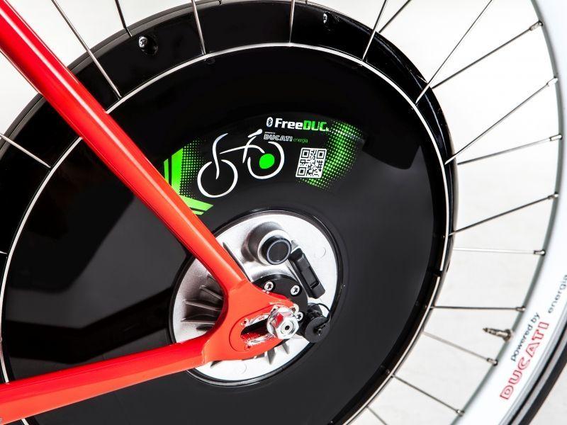 Ruota elettrica FreeDuck Ducati: dalla bicicletta tradizionale alla pedalata assistita