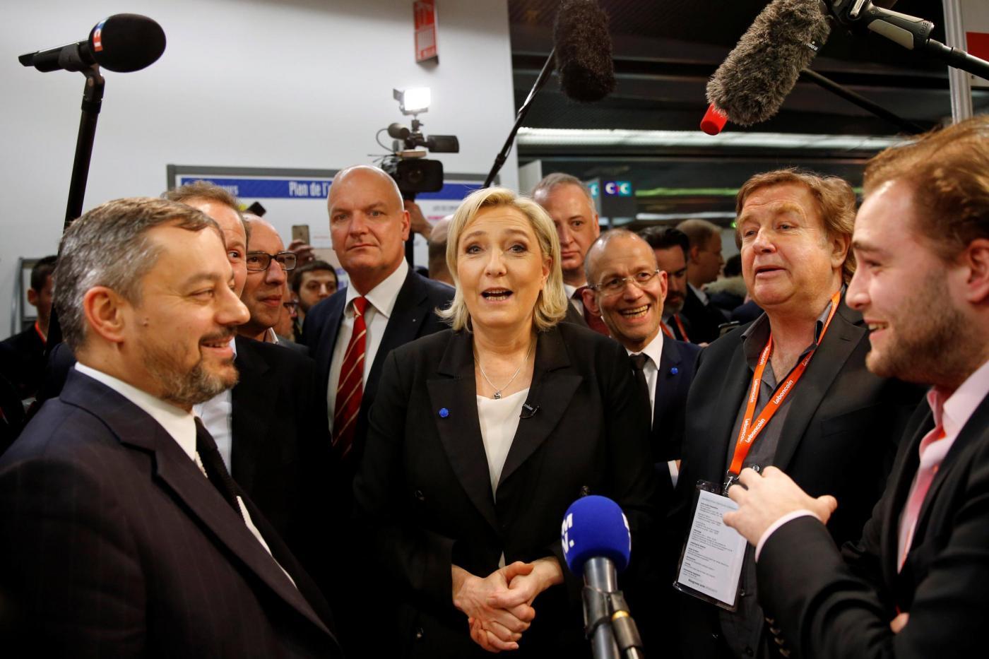 Parigi, Marine Le Pen in visita al Salon des Entrepreneurs