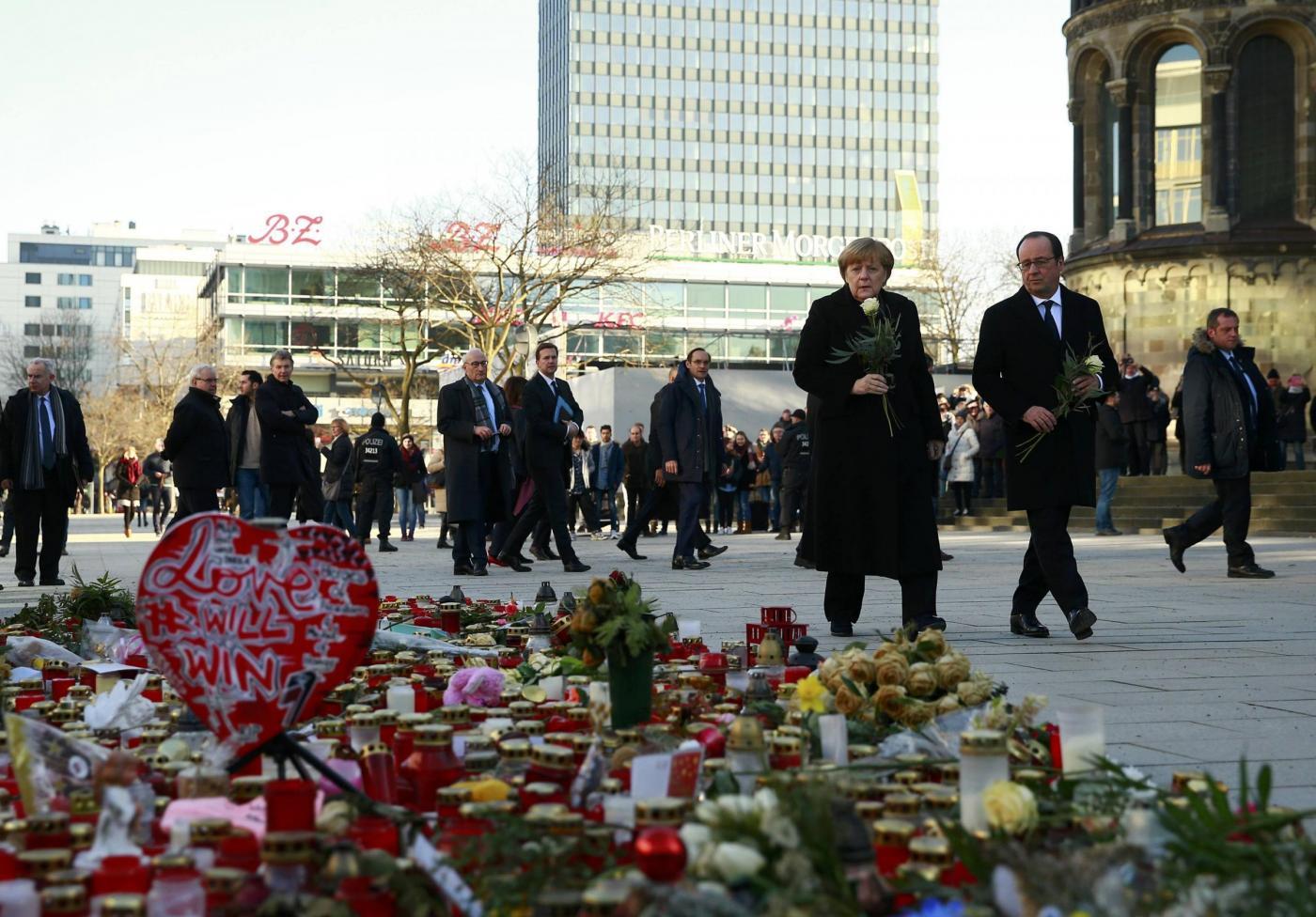 Foto di Mussolini, la Germania non premia i poliziotti che uccisero il terrorista della strage di Berlino