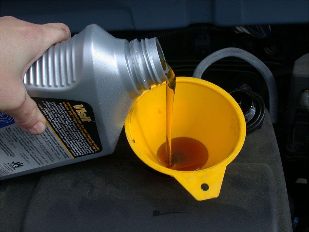 Il motore consuma olio: cosa bisogna fare